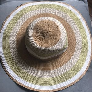 Flimsy hat perfect for a day at the beach!